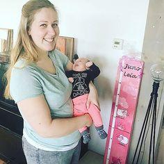 Leuke handgeschilderde groeimeter gemaakt van steigerhout! Baby Juno Leia groeit snel dus dit gaat zeker goed van pas komen!  #groeimeter #steigerhout #kinderkamer #kinderkamerstyling #baby #babyshower #babystuff #babyroom #babyboy #babygirl #love #kinderkameraccessoires #sdtpaintcreations #kraamkadometnaam #evedeso #eventdesignsource - posted by Silli beads   SDTpc https://www.instagram.com/debbievanzomerendejong. See more Baby Shower Designs at http://Evedeso.com