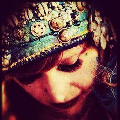 Photo/headdress by vauntville • Instagram