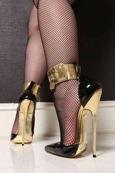 legs, gorgeous legs, nylons, pantyhose, stockings, high heels, fishnets #blackhighheels