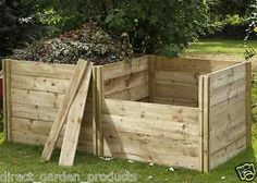 Rich, crumbly, homemade compost brings life to your soil and is easy to make. Our compost bins will help you with this, an added bonus is that they look great. Build Compost Bin, Wooden Compost Bin, How To Make Compost, Allotment Gardening, Garden Compost, Garden Planters, Allotment Ideas, Pressure Treated Timber, Bois Diy