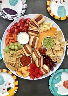 Pool Snacks, Lunch Snacks, Healthy Snacks, Healthy Kids Party Food, Night Snacks, Lunches, Snack Platter, Party Food Platters, Charcuterie Recipes