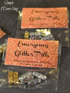 PIlls - Keep Handy In Case of a Sparkle Emergency Emergency Glitter Pills – Add Some Sparkle To Your Day. This looks like you On The Spot !Emergency Glitter Pills – Add Some Sparkle To Your Day. This looks like you On The Spot ! Cheer Gifts, Diy Gifts, Holiday Gifts, Great Gifts, Christmas Holiday, Glitter Pills, Sparkles Glitter, Glitter Art, Glitter Fabric