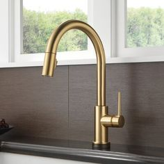Kitchen Sink Remodel Trinsic Pull Down Single Handle Kitchen Faucet with MagnaTite® Docking and Diamond Seal Technology - This kitchen faucet is made from high-quality materials, making it robust and durable. It is a great ideal for your kitchen. Delta Trinsic, Tinta Spray, Kitchen Faucet Reviews, Black Kitchen Faucets, Kitchen Sinks, Kitchen Handles, Kitchen Hardware, Shower Faucet, Shower Heads