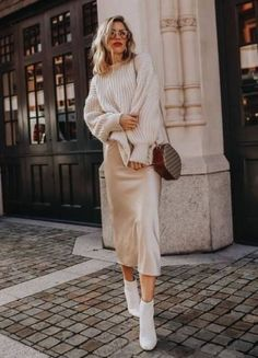 Silk slip skirt midi Cream silk satin skirt Silk slip bias cut ivory skirt White slip skirt Silk clo - We have a cream white silk bias satin slip skirt almost as the one seen on this beautiful lady. Outfit idea Source by girlsinisghts - Winter Skirt Outfit, Skirt Outfits, Winter Outfits, Slip Dress Outfit, Outfit Summer, Look Zara, Pullover Outfit, Beige Outfit, Zara Outfit