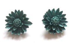 VINTAGE ART DECO BLUE CELLULOID DASY FLOWER FLORAL CLIP ON EARRINGS