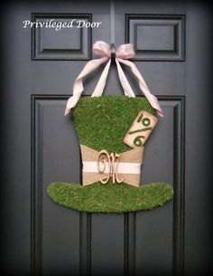 Alice in Wonderland Wreath. Could be altered to become a leprechaun hat Alice In Wonderland by PrivilegedDoor Mad Hatter Party, Mad Hatter Tea, Mad Hatters, Alice In Wonderland Garden, Alice In Wonderland Tea Party, Tea Party Birthday, Birthday Party Decorations, Easter Party, Ideas Para Fiestas