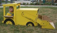 Tractor de cartón. Juguetes de cartón. 