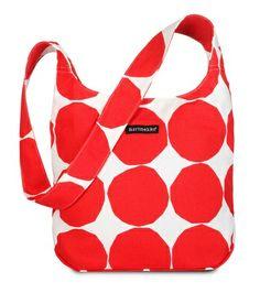 Kvartsi-olkalaukku tai muu tämän mallinen Marimekon laukku, 45 €.