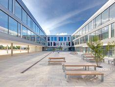 Offene, freundliche Architektur: Das Gymnasium Wendelstein lädt zum Lernen ein
