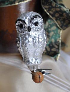 weiße Eule mit Klip, Schneeeule, Lauscha  von Weihnachtsromantik auf DaWanda.com Skull, Etsy, Art, White Owls, Clear Ornaments, Mushrooms, Snow, Art Background, Kunst