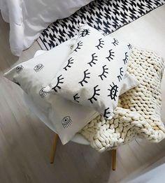 #casa #apartamento #quartodecasal #quarto #bedroomstyling #bedroomdesign #bedroomdecor #bedroom #almofadas #decoracao #designdeinteriores #decor #decoração #interiordesign #interiores #interiør #boho #mynordicroom #nordicdesign #scandinavianhome #homedecor #homesweethome #instadecor #instahome #roomdesign #room #diariodereforma #apartamentopequeno #minhacasa