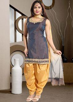 Grey readymade straight cut kameez in art silk designed with rich dori embroidery work enhanced by stone embellishment. Western Dresses, Indian Dresses, Indian Outfits, Pakistani Dresses, Patiala Suit Designs, Patiala Salwar Suits, Patiala Dress, Punjabi Girls, Punjabi Dress