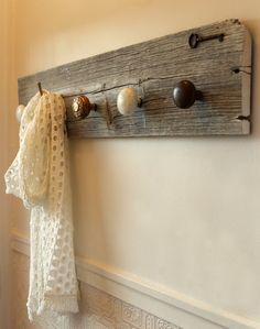 Porte-manteau  bois de grange et pièces de par Redoreuses sur Etsy