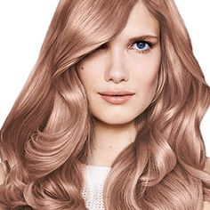 Rose gold hair is getting a bright update in 2018 with rose blonde hair. Here, learn how to color your hair rose blonde at home. Red Hair Looks, Blonde Hair Looks, Dark Silver Hair, Light Brown Hair, Honey Blonde Hair, Strawberry Blonde Hair, White Hair Toner, Blond Rose, Rachel Green Hair