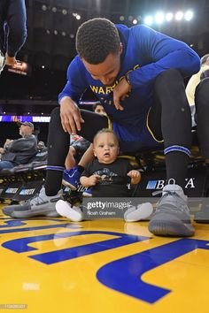 Stephen Curry of the Golden State Warriors and his son, Canon Jack Curry, pose for a photo before the game against the Charlotte Hornets on March 2019 at ORACLE Arena in Oakland, California. Get premium, high resolution news photos at Getty Images Stephen Curry Wallpaper, Stephen Curry Family, The Curry Family, Stephen Curry Basketball, Charlotte Hornets, Nba Players, Basketball Players, Basketball Funny, Basketball Pictures