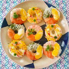 最近SNSでよく見かける、ドーナツ状のかわいいお寿司「寿司ドーナツ」をご存知ですか?写真映えがするので、海外はもちろん、国内でも人気急上昇中なんです♡