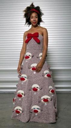 "Sock Monkey Dress//Yet another ""WTheeeeeeeF?"" --> Yeah, I love a good sock monkey, but a dress? Weird Prom Dress, Worst Prom Dresses, Prom Dress Fails, Bad Dresses, Funny Dresses, Unique Prom Dresses, Wedding Dresses, Dress Prom, Funny Prom"