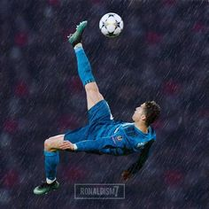 Wat a bicycle kick! Cristiano Ronaldo Real Madrid, Cristiano Ronaldo Manchester, Cristiano Ronaldo Wallpapers, Ronaldo Juventus, Portugal National Football Team, Bicycle Kick, Real Madrid Football Club, Barcelona Soccer, Fc Barcelona
