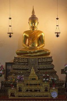 Image from http://www.dhammajak.net/board/files/__15_476.jpg.