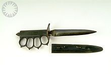 Trench knife - encyclopedia article about Trench knife. The next U.S. trench knife was the Mark I, which was designed by a board of U.S. Army officers to remedy certain deficiencies of the M1917/18.[14] Adopted in late 1918, with a blade profile patterned after the French Couteau Poignard Mle 1916 dit Le Vengeur, most Mark I knives were completed too late to see service in the trenches of World War I.