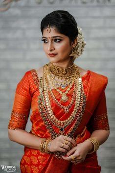 Indian Bridal Outfits, Indian Bridal Fashion, Indian Bridal Wear, Bridal Dresses, Wedding Saree Blouse, Bridal Sarees, Kerala Hindu Bride, Kerala Saree Blouse Designs, South Indian Wedding Hairstyles