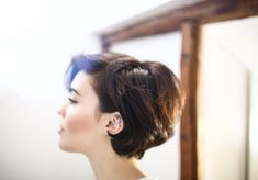 15 Ideas how to style short hair growing out fashion How To Curl Short Hair, Short Curly Hair, Short Hair Cuts, Curly Hair Styles, Headband Hairstyles, Pretty Hairstyles, Pixie Bob Hairstyles, Cabelo Inspo, Hair Beauty
