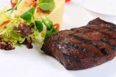 Συκώτι ψητό με πουρέ μελιτζάνας Better Life, Main Dishes, Steak, Tasty, Recipes, Cyprus News, Food, Kitchens, Main Course Dishes