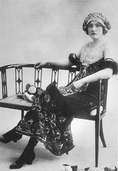 1910 Daisy Irving Belle Époque 1902-1919, o periodo Eduardiano (1902-1910)