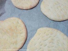 Πίτες για σουβλάκια Cookies, Desserts, Food, Crack Crackers, Tailgate Desserts, Deserts, Biscuits, Essen, Postres