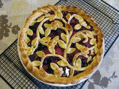 I am going to make this for Thanksgiving! So pretty!