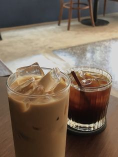 Long Black Coffee, Iced Black Coffee, Iced Coffee, Coffee Drinks, Coffee Shop Aesthetic, Aesthetic Food, Iced Americano, Bistro Food, Caramel Latte
