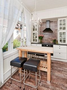 small kitchen design layout image. small or not, I would totally love to have this kitchen!
