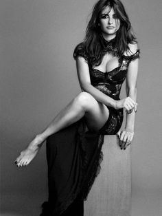 These Sexy Pictures Of Penelope Cruz Will Make Your Jaw Drop! Beautiful Celebrities, Beautiful Actresses, Gorgeous Women, Beautiful People, Simply Beautiful, Penelope Cruze, Spanish Actress, Photography Poses, Celebs