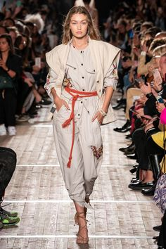 Isabel Marant Spring 2020 Ready-to-Wear Fashion Show - Vogue London Fashion Weeks, Paris Fashion, Catwalk Fashion, Vogue Fashion, Fashion 2020, Isabel Marant, Karen Elson, Moda Paris, Estilo Hippy