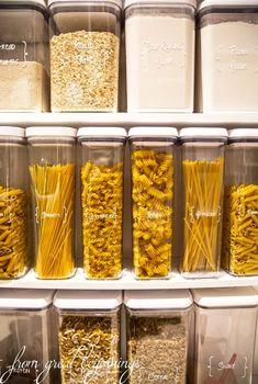 Küchenordnung Rangements et Organisation Storing Dry-Goods in your Pantry Kitchen Pantry Design, Home Decor Kitchen, Interior Design Kitchen, Diy Kitchen, Home Kitchens, Diy Home Decor, Kitchen Cabinets, Kitchen Ideas, Kitchen Sink