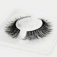 Mink False Eyelashes Tips & Hacks from the Minki Lashes Queen - Minki Lashes - Best Mink Eyelashes #CastorOilEyelashes