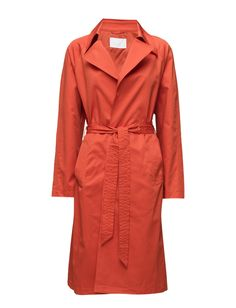 DAY - 2ND Wagu DAY - 2ND Wagu Back vent Inner lining Two welt pockets Adjustable self tie waist Button cuffs Collar and lapel Classic Elegant Timeless Coat Jacket Coral