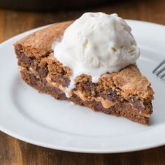 Peanut Butter-Stuffed Skillet Cookie... but with nutella