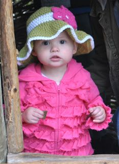 Free crochet pattern for baby sun hat...http://crafting52.blogspot.jp/2011/07/little-lady-sunhat.html