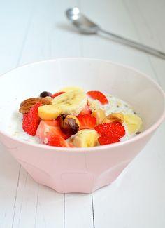 Een gezond ontbijt volgens De Voedselzandloper is havermoutpap, deze overnight oats zet je de avond van te voren al klaar.