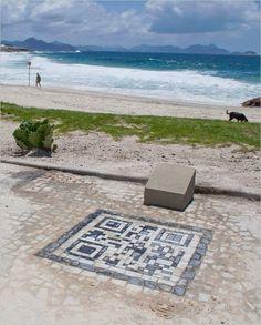 QR Code at Arpoador beach Rio de Janeiro, Brazil - iine check-in Programma Fedeltà Mobile tramite Fidelity Card e QR Code Coupon http://iinecheck-in.com