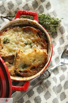 Rustic French Onion Soup w/ Red Wine - (Free Recipe below) Soup Appetizers Soup Appetizers dinners carb Soup Appetizers Appetizers with french onion Gourmet Recipes, Soup Recipes, Cooking Recipes, Healthy Recipes, Cooking Tips, Basic Cooking, Cooking Corn, Cooking Games, Healthy Soup