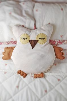 DIY: Microwavable Owl Softie. Fill with rice and you have a great heating pad for those days full of aches and pains.