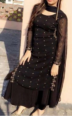 Kanchi Kora Double side big border with contrast pallu & brocade blouse. WhatsApp Maneeti - 9539820656 Kanchi Kora Double side big border with contrast pallu & brocade blouse. Indian Fashion Dresses, Pakistani Dresses Casual, Indian Gowns Dresses, Dress Indian Style, Pakistani Dress Design, Indian Outfits, Beautiful Pakistani Dresses, Punjabi Fashion, Beautiful Dresses