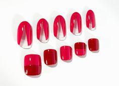 トム フォードのピンク&赤で、媚びない女のホットなセルフネイル【Today's item】