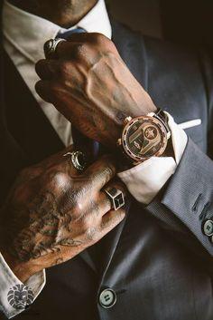 Dica para homens: anel masculino - Reality Worlds Tactical Gear Dark Art Relationship Goals Der Gentleman, Gentleman Style, Mafia, Men's Watches, Watches For Men, Nice Watches, Piercing Implant, Ootd Men, Daddy Aesthetic