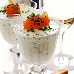 """Festligt och gott med världens godaste kaviar – vår svenska löjrom. Självklart går det även bra med sikrom, laxrom eller forellrom. Om du vill kan du ersätta rödlöken med ytterligare 1 dl gräslök; smaken blir lite mildare men lika god. Obs! Tänk på att rätten ska stå i kyl minst 4 timmar före servering, så börja i tid. Gärna dagen före festen. Recept ur """"Håkan Larssons bästa mat till vinet"""" (Bonnier fakta) av Håkan Larsson. Boken hittar du bland annat på Adlibris. Seafood Dishes, Fish And Seafood, Swedish Traditions, Party Food And Drinks, Starters, Holiday Recipes, Entrees, Panna Cotta, Brunch"""