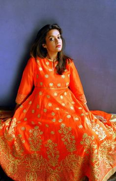 Wedding flavors by Poonam Bhagat Indian Attire, Indian Wear, Indian Outfits, Indian Clothes, Wedding Flavors, Long Kurtas, India Wedding, Indian Couture, Pakistani Dresses