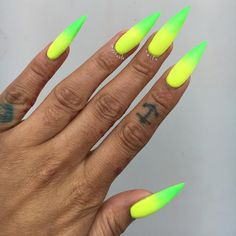 Topic for neon acrylic nails : 17 neon acrylic nail designs ideas Acrylic Nails Stiletto, Summer Acrylic Nails, Coffin Nails, Summer Stiletto Nails, Pointed Nails, Lime Green Nails, Yellow Nails, Black Nails, Neon Green