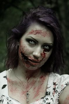 Zombie makeup - A real skull (-living) - Happy Halloween - Maquillage Halloween Zombie, Disfarces Halloween, Halloween Zombie Makeup, Maquillaje Halloween Tutorial, Zombie Prom, Zombie Bride Makeup, Zombie Face Makeup, Bloody Halloween, Zombie Make Up